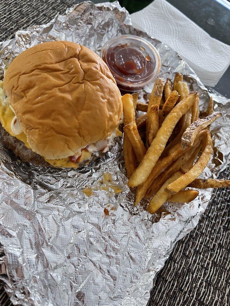 Boxcar Burgers: 90 Railroad Ave, Ronkonkoma, NY