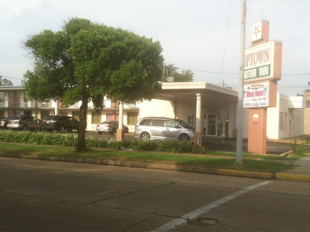 Up-Town Motor Inn: 305 E 2nd St, Clarksdale, MS