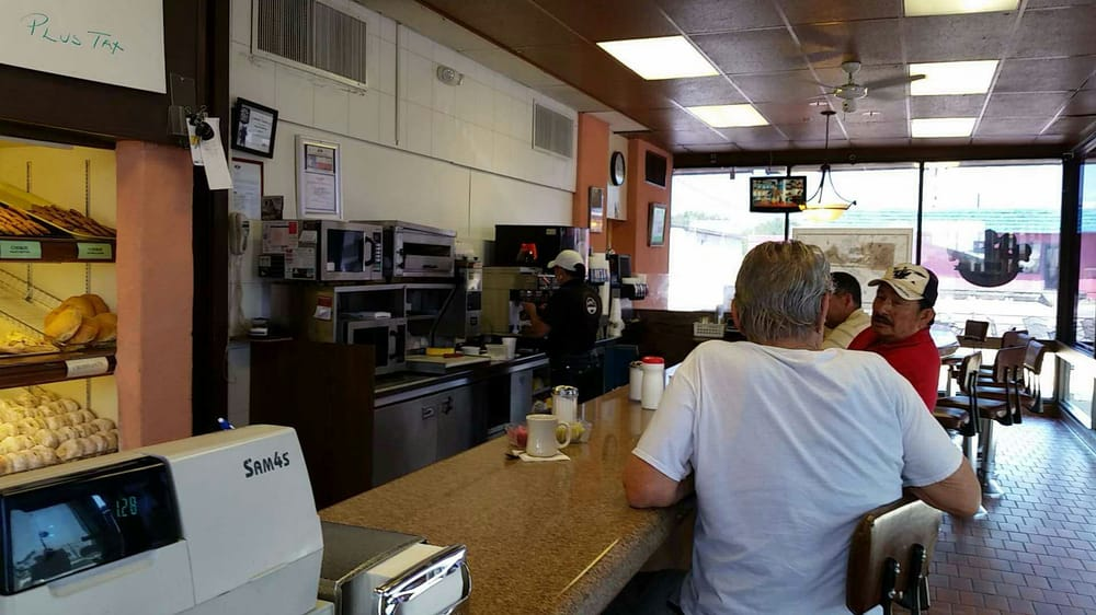 River City Doughnut & Coffee House: 500 Veterans Blvd, Del Rio, TX