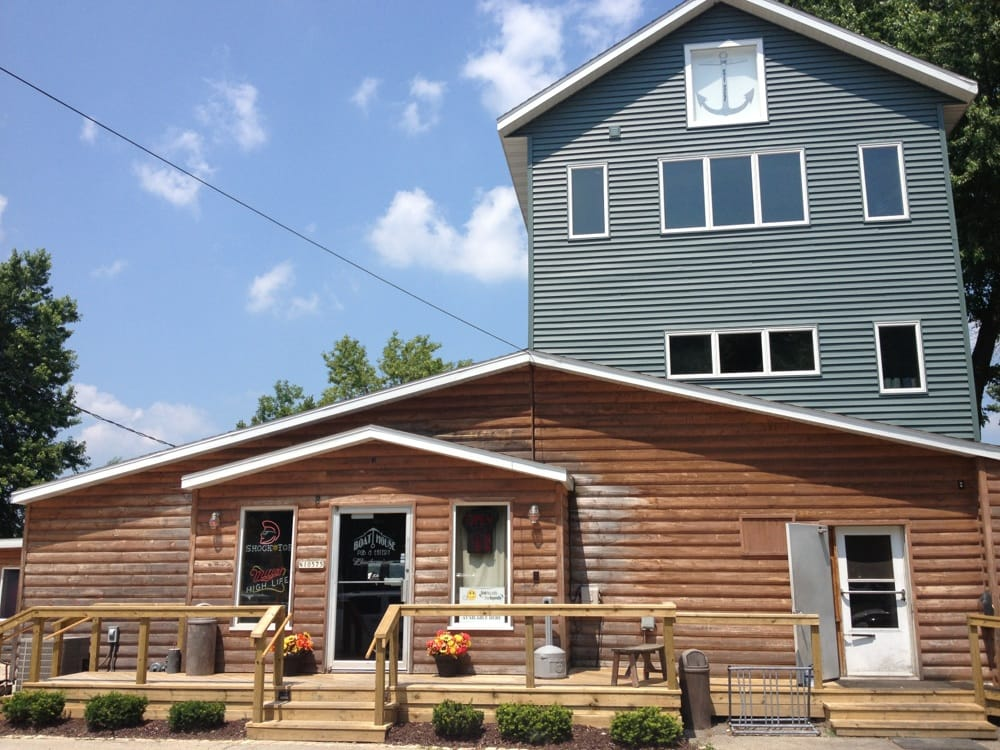 Boat House Pub & Eatery: N 10575 Chief Kuno Trl, Fox Lake, WI