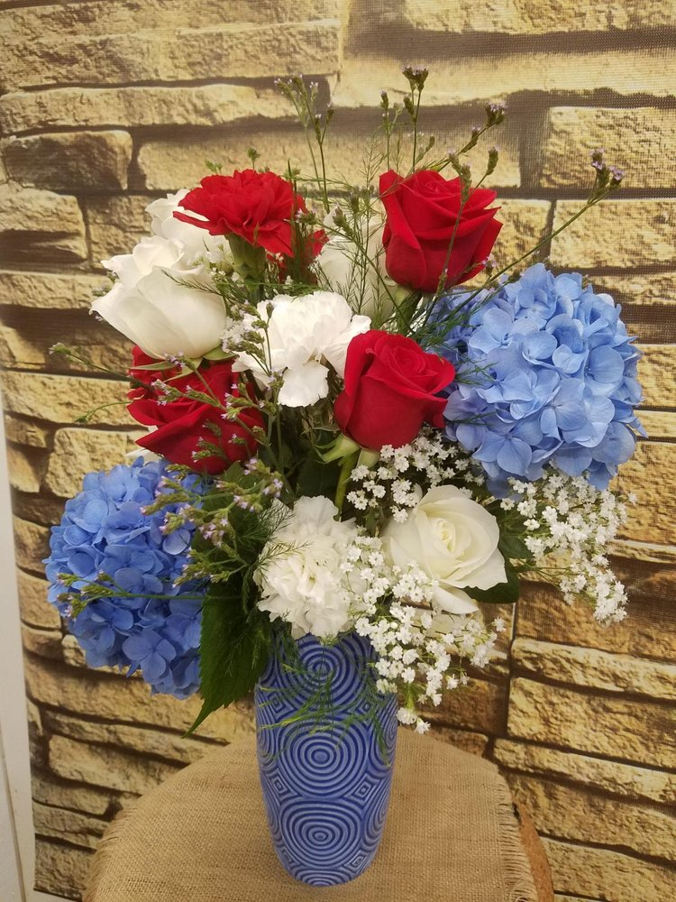 Abbeville Florist & Gifts: 105 N Main St, Abbeville, SC