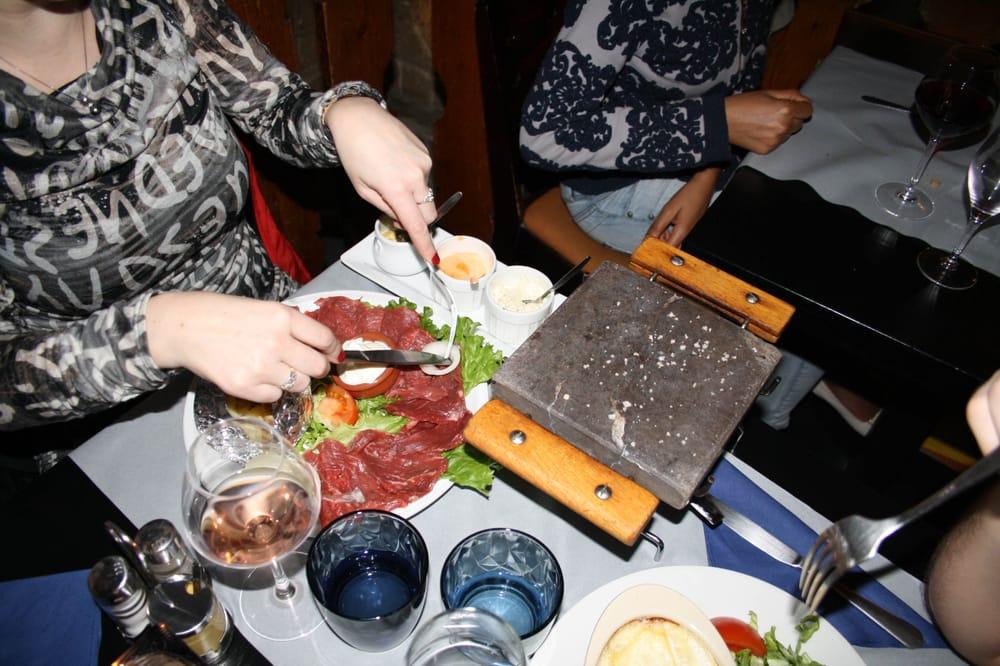 La pierrade 24 photos 29 reviews fondue 93 rue des for Restaurant miroir rue des martyrs