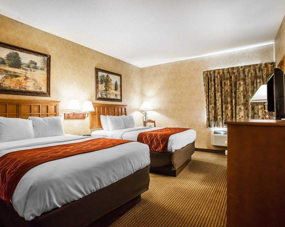 Comfort Inn & Suites Macon: 1821 N Missouri St, Macon, MO