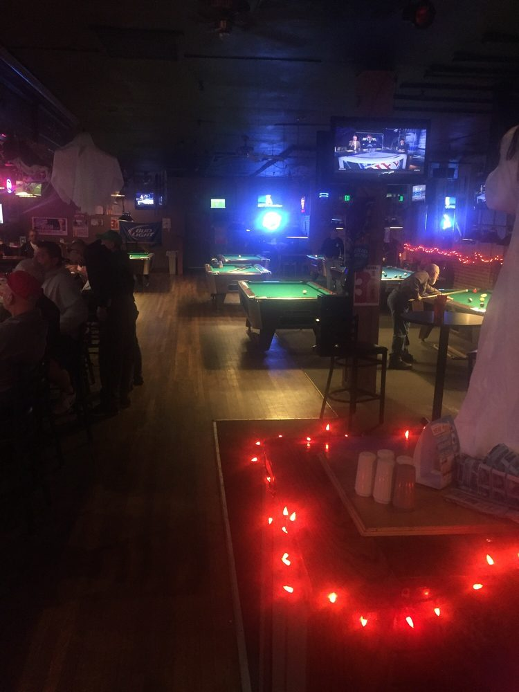Big Shots Pub: 2130 W White River Blvd, Muncie, IN