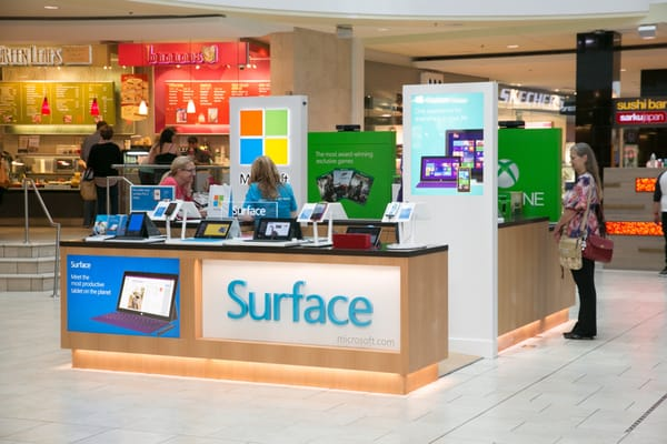Microsoft store locations in California Below is a list of Microsoft mall/outlet store locations in California, with address, store hours and phone numbers. Microsoft has 75 mall stores across the United States, with 7 locations in California.