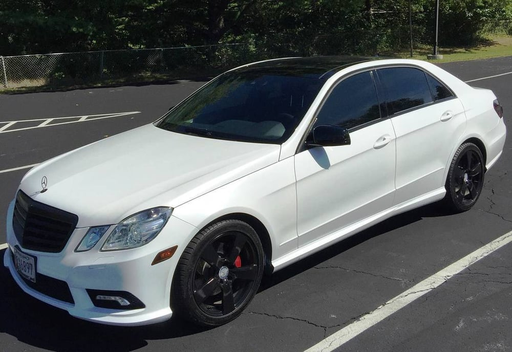 Mercedes e350 with custom pearl white dip with gloss black for Black rims for mercedes benz e350