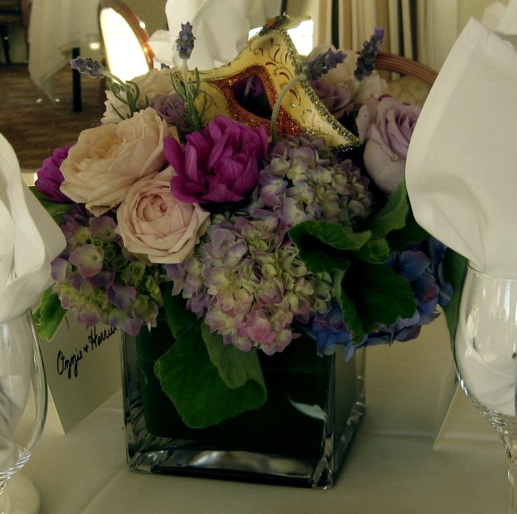 Masquerade Ball Wedding Ideas: Centerpiece With Mask For Masquerade Ball Wedding