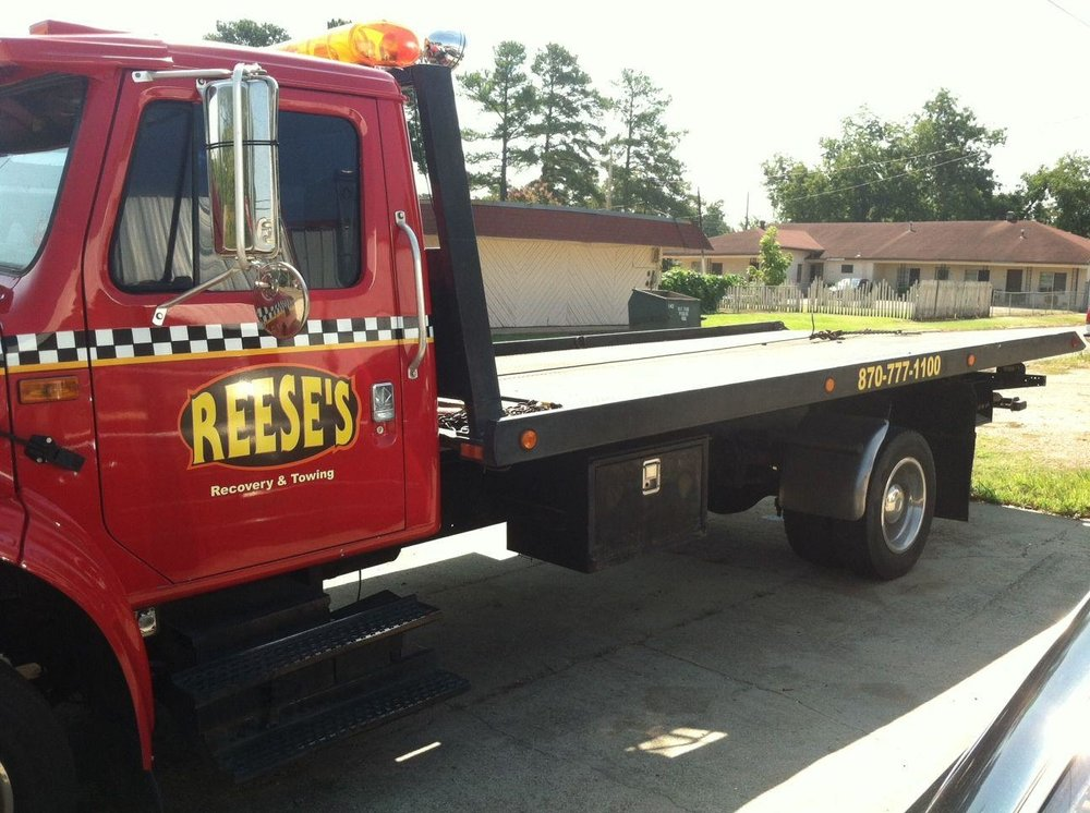 Reese's Towing & Auto Repair: 321 E 3rd St, Hope, AR