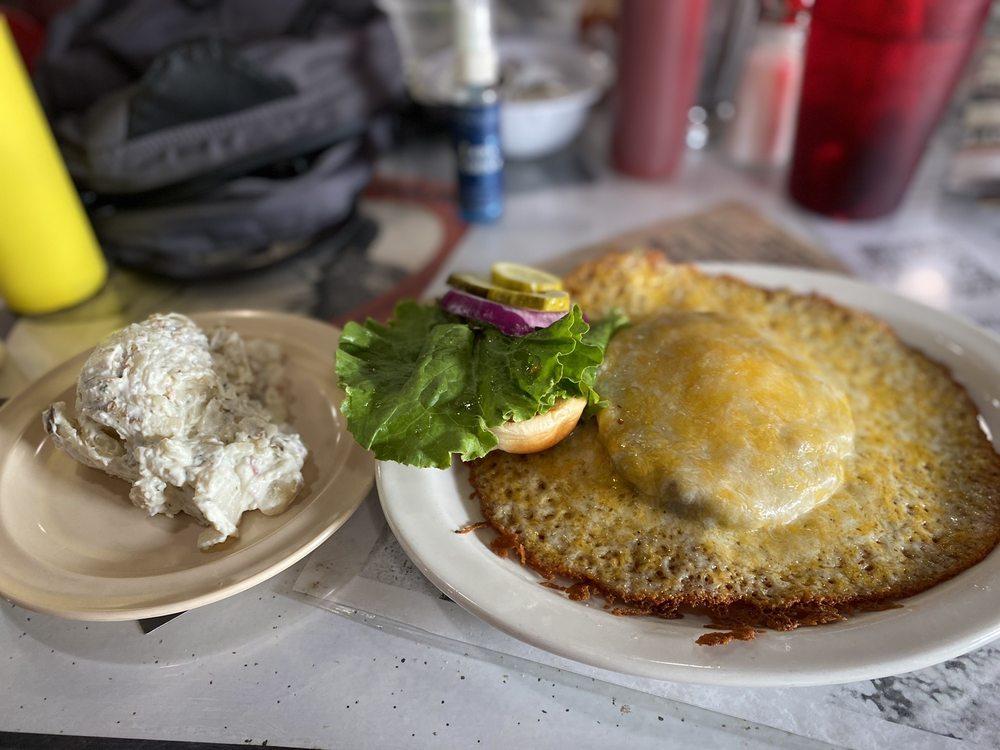 Ozark Cafe: 107 E Ct St, Jasper, AR