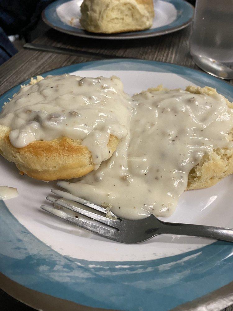 Tre's Southern Cafe: 620 Banks St, Glencoe, AL