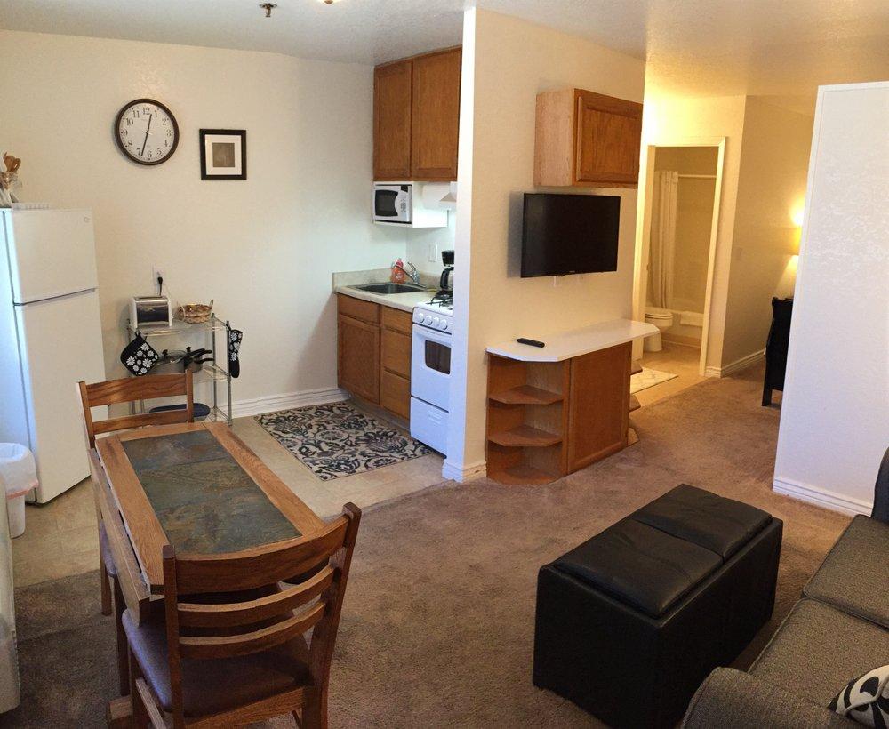 Shangri-La River Suites Motel: 1767 Georgia Ln, Bullhead City, AZ