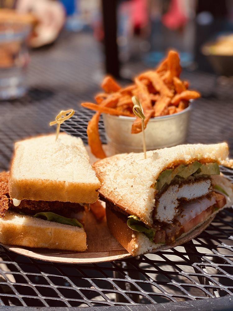 Fat Cat Bar & Grill: 599 N Lake Blvd, Tahoe City, CA