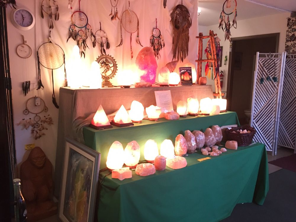 Aquarius Books and Gifts: 528 NE E St, Grants Pass, OR