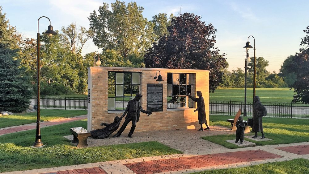 Sitdowners Memorial Park: 1940 W Atherton Rd, Flint, MI