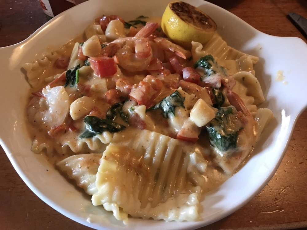 New Seafood Lasagna Saute Sad They No Longer Have Seafood Alfredo Anymore Just Shrimp Alfredo