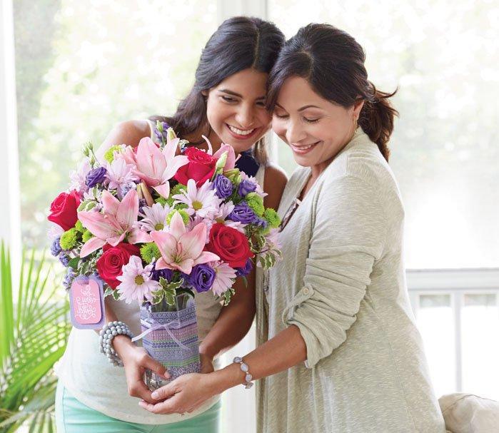 Ideal Florist: 121 Mill St, Hillsville, VA