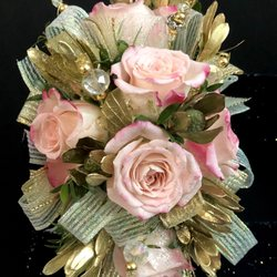 Photo of Zengel Flowers And Gifts - Chesterfield, MO, United States. Light pink