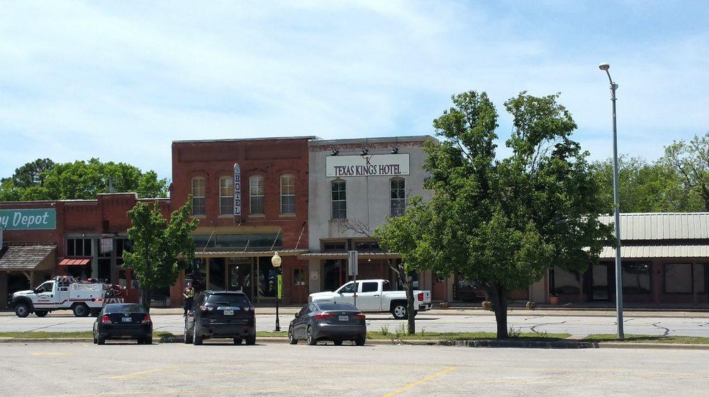 TEXAS KING HOTEL: 103 S Broad St, Saint Jo, TX