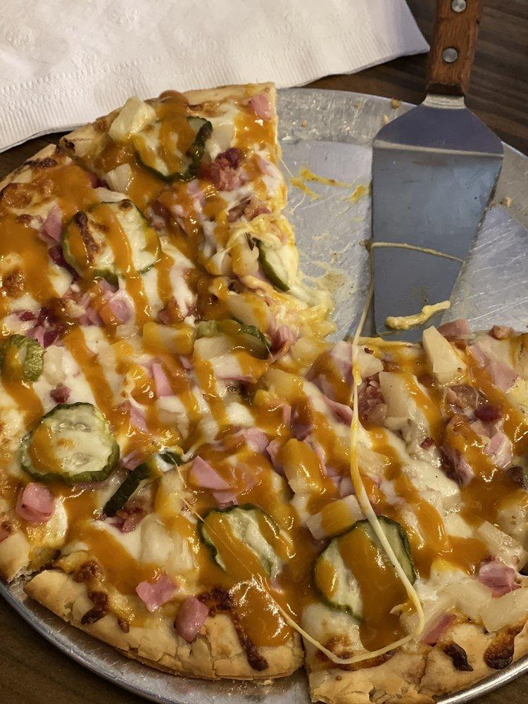 1812 Pizza Company: 1804 N Old Greensboro Rd, Jonesboro, AR