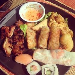 Le New Saïgon - Villeurbanne, France. Assortiment de beignets, brochette et sushi (certes pas japonais mais meilleurs que certains resto chinois dite sushi)