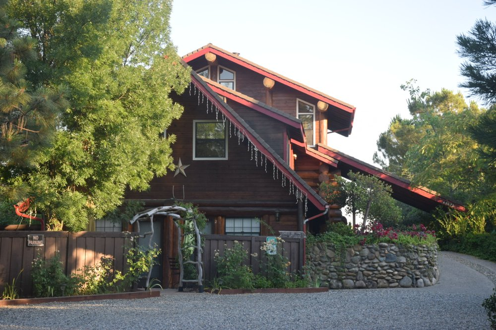 Nature's Inn Bed & Breakfast: 44625 Silver Spur Trl, Ahwahnee, CA