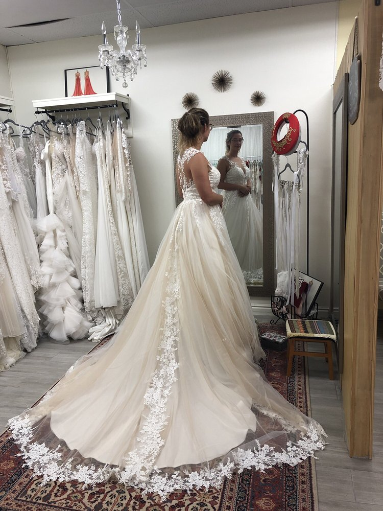 Lily's Alterations: 2525 Bay Area Blvd, Friendswood, TX