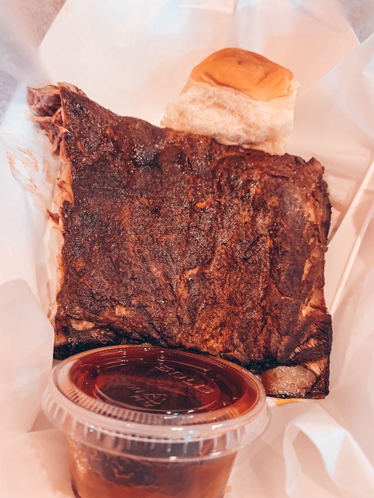 Log Cabin Barbecue: 11672 Spotswood Trl, Elkton, VA