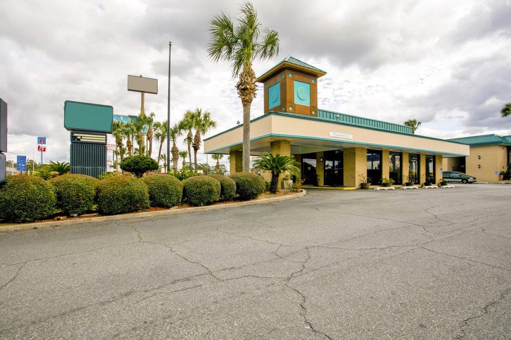 OYO Hotel Twin Lake- Lake Park / Valdosta area: 1198 Lakes Blvd, Lake Park, GA