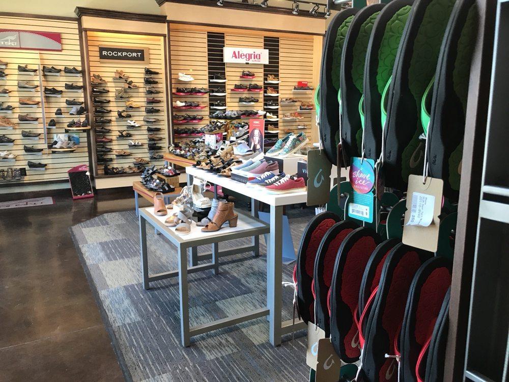 Draper Peaks Shopping Center: 200 E 12300th S, Draper, UT