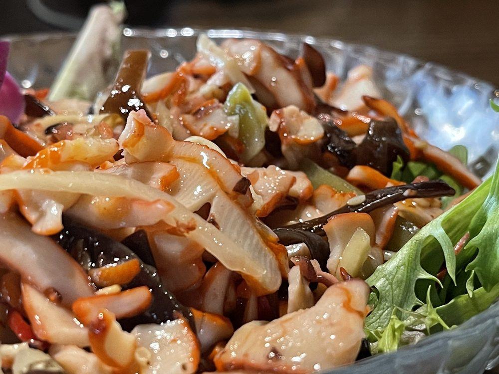 Ninja Japanese Sushi Bar & Steak House: 1737 Clarkson Rd, Chesterfield, MO