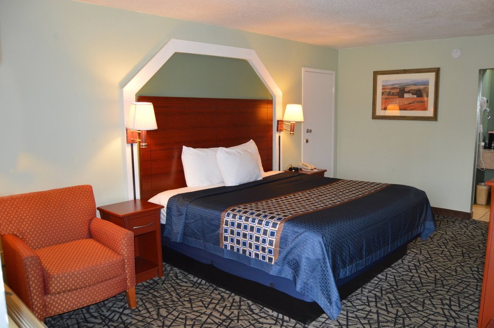 Excellent Inn & Suites: 43 Sgt Prentiss Dr, Natchez, MS