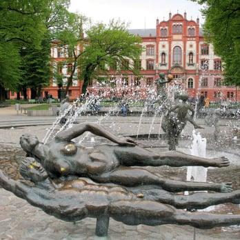 Foto Zu Brunnen Der Lebensfreude   Rostock, Mecklenburg Vorpommern,  Deutschland