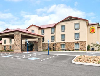 Super 8 by Wyndham Monterey: 522 E. Stratton Ave., Monterey, TN