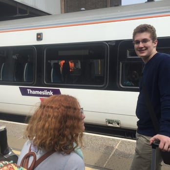 how to get to london gatwick airport by train