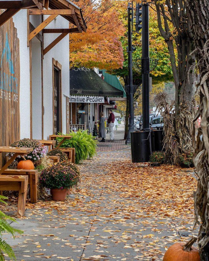 Briar Patch Marketplace & Cafe: 117 S Main St, Galax, VA