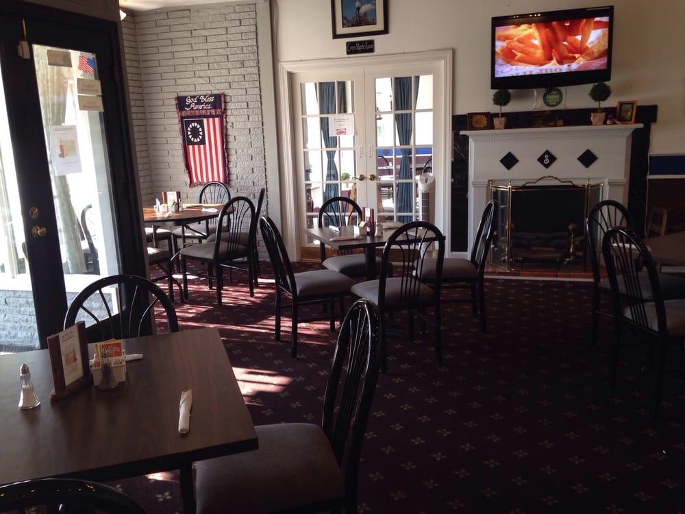 Simon'z Restaurant: 27 S Broad St E, Angier, NC