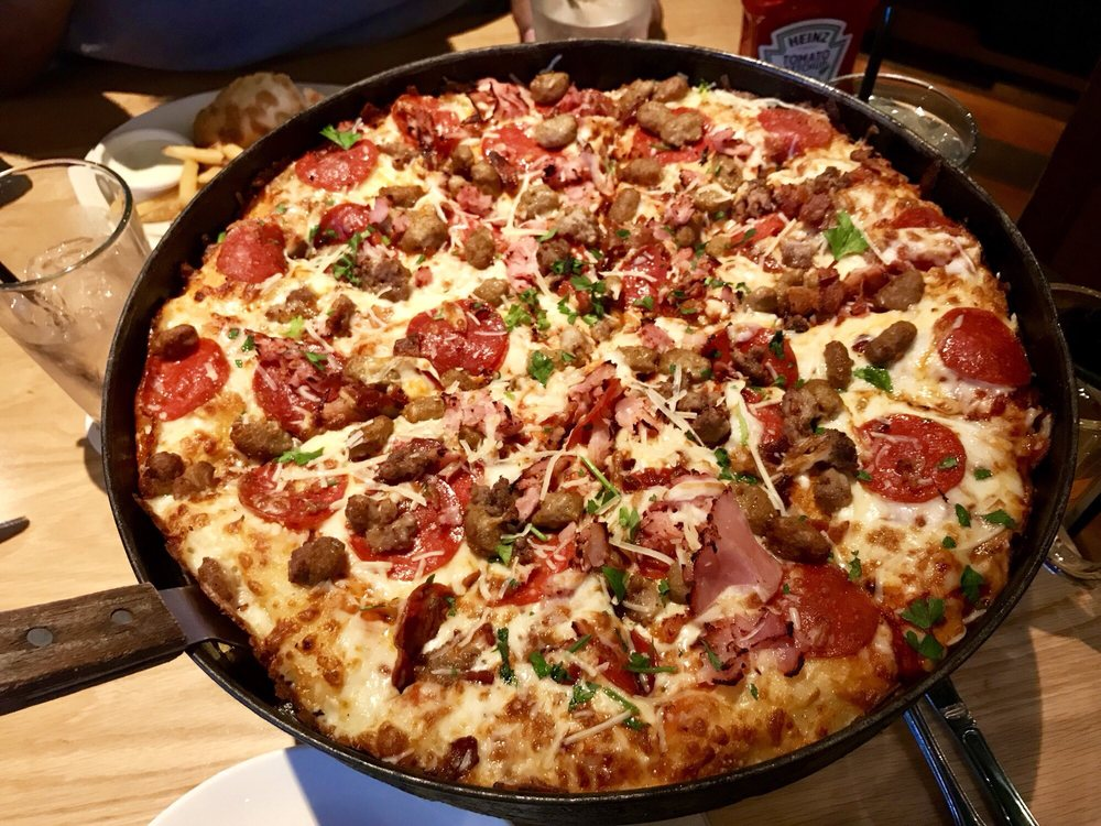 BJ's Restaurant & Brewhouse: 11200 Broadway St, Pearland, TX