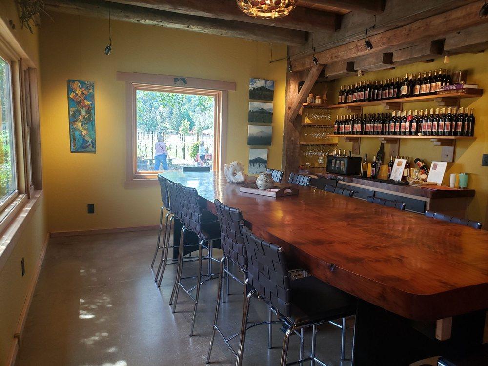 Foon Estate Vineyard: 340 Busenbark Ln, Roseburg, OR