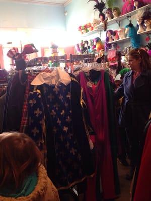 miss claudia s vintage clothing costumes east riverside la nouvelle orl ans la tats. Black Bedroom Furniture Sets. Home Design Ideas