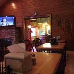 Photo Of Mountain Pizzaria Tannersville Pa United States Cozy On The Inside
