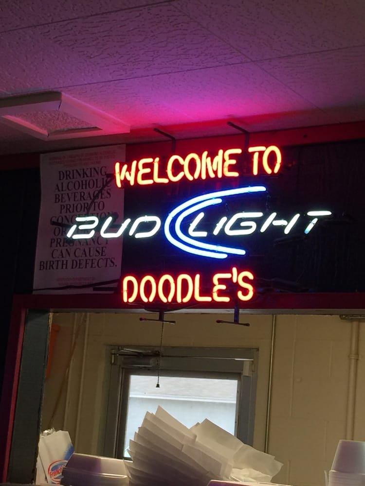 Doodles Over Here Restaurant & Pub: 4039 Clarks River Rd, Paducah, KY