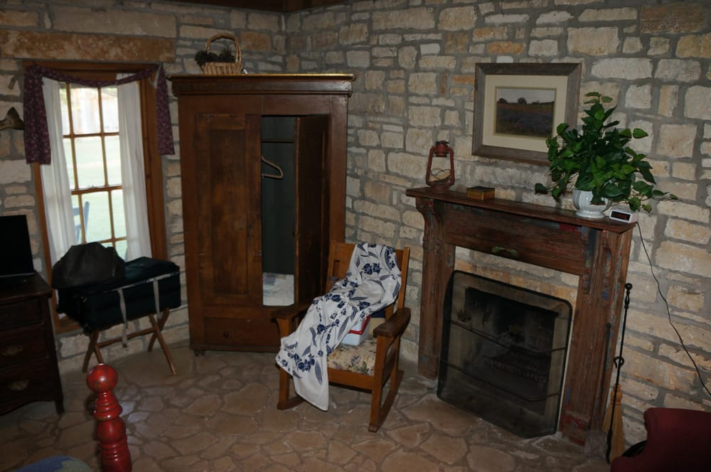 Rose Mansion Bed & Breakfast: 903 Rose Way, Salado, TX