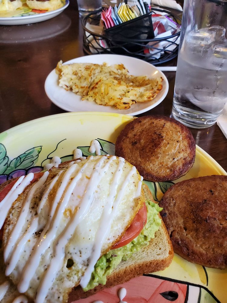 Bazars Breakfast and Bakery: 210 E Commerce St, Hernando, MS