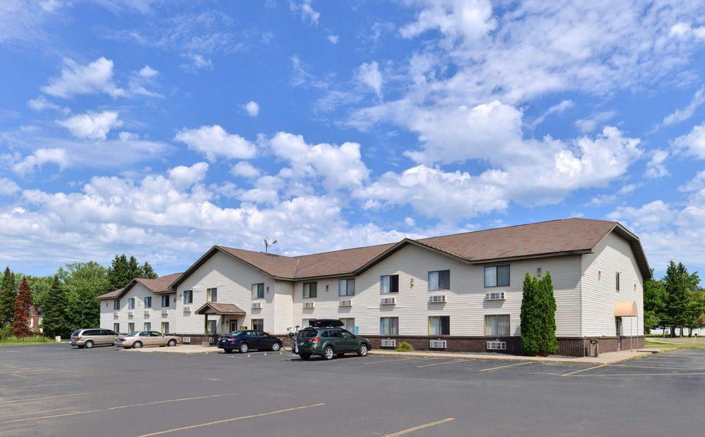Rodeway Inn: 1411 E 40th St, Hibbing, MN