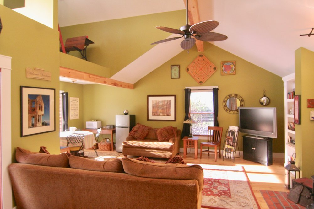 Swiss Suite Bed and Breakfast: 2375 Sycamore Path, Saint Joseph, MI