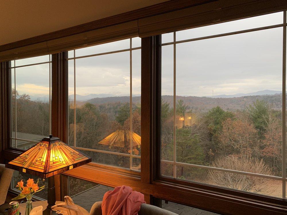 Lucille's Mountain Top Inn & Spa: 964 Rabun Rd, Sautee Nacoochee, GA
