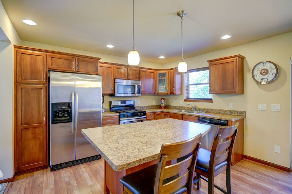 The Huemmer Home Team - RE/MAX Preferred: 425 W Cottage Grove Rd, Cottage Grove, WI