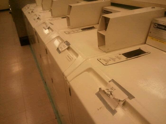 Lucky Oak Laundromat: 8635 El Camino Real, Atascadero, CA