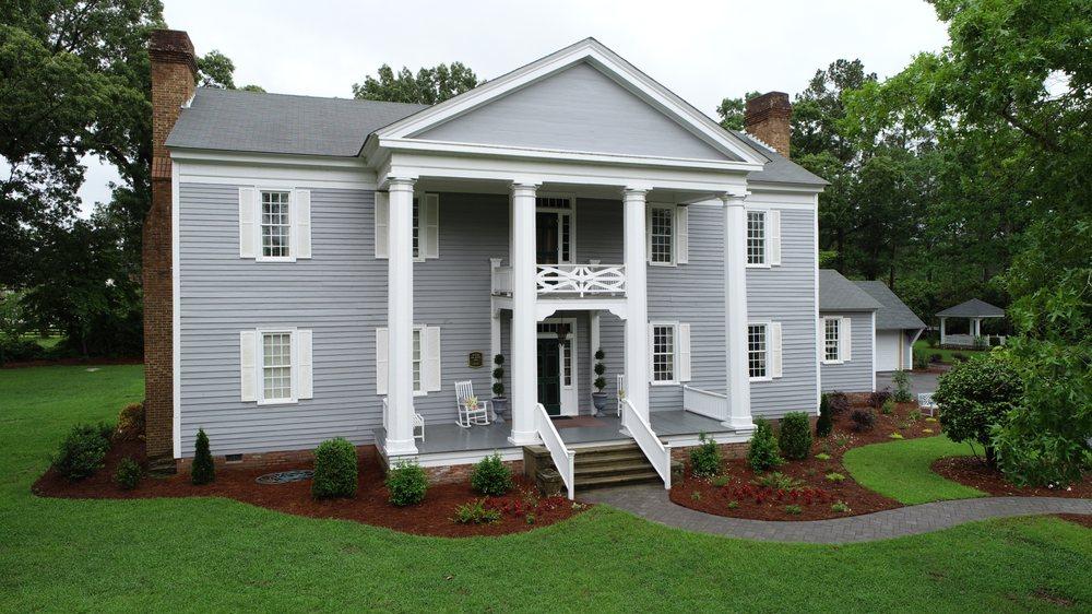 Elizabethtown Inn: 105 Cromartie Rd, Elizabethtown, NC