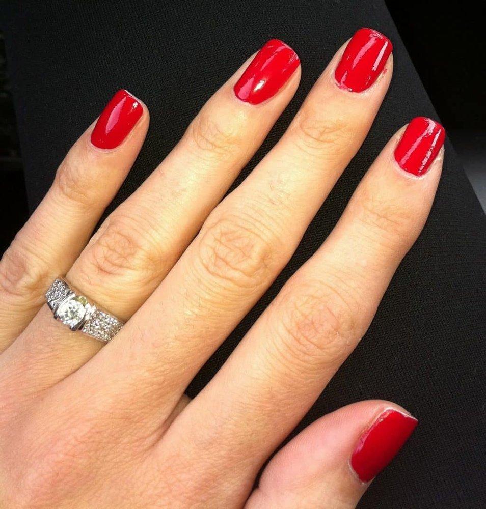 Hollywood Nails: 620 Wisconsin 136, Baraboo, WI